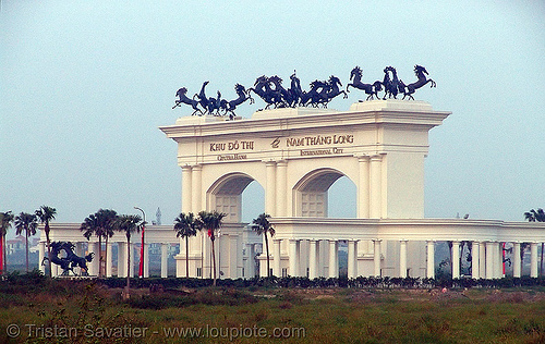 khu đô thị ciputra - ciputra hanoi  international city gate - vietnam, arch, ciputra hanoi international city, gate, horses, khu đô thị ciputra, nam thăng long, planned development, sculptures, urban development, urban planning