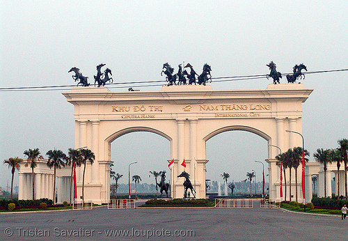 khu đô thị ciputra - ciputra hanoi  international city gate - vietnam, arch, architecture, built, ciputra hanoi international city, day, gate, horses, khu đô thị ciputra, nam thăng long, outdoors, planned development, sculptures, statue, structure, tree, urban development, urban planning