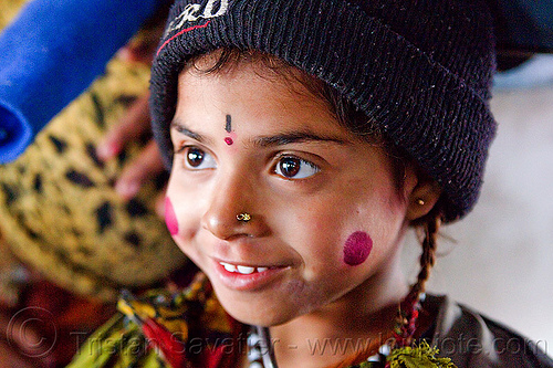 kid - pierced nostril (india), boy, cheeks, child, circus performer, face paint, hat, india, itinerant circus, kid, knit cap, makeup, nose piercing, nostril piercing, shiny eyes, tilak