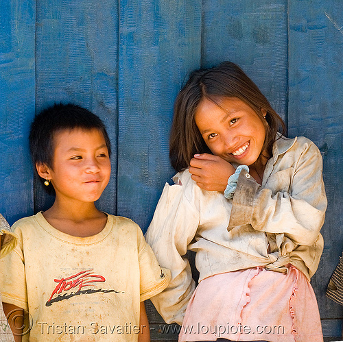 kids at blue guesthouse (laos), blue guesthouse, boy, children, kids, little girl, pak mong