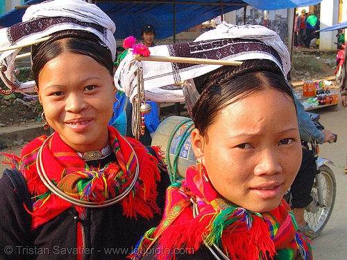 """kim mun lantien sha"" dao/yao tribe women (sisters) wearing celestial crown headdress - vietnam, asian woman, asian women, bảo lạc, celestial crown, dao tribe, dzao tribe, girls, headdress, headwear, hill tribes, indigenous, kim mun lantien sha, yao tribe, zao tribe"
