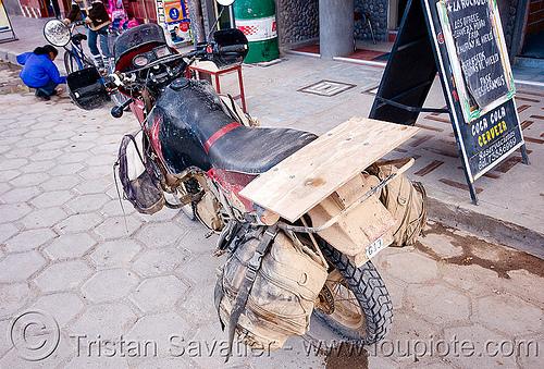 KLR 650 - uyuni (bolivia), dual-sport, klr 650, motorbike touring, motorcycle touring, muddy, uyuni
