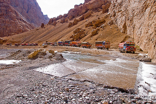 large nullah in the canyon before pang - manali to leh road (india), canyon, gorge, india, ladakh, mountains, nullah, pang, river bed, road, stream, traffic jam, trucks, valley