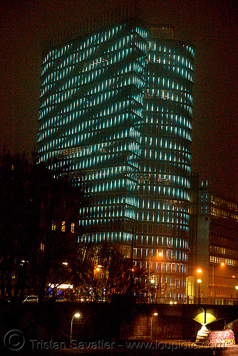 the LED-light-morphing uniqa tower in vienna, building, glowing, high-rise, led lights, licht kunst, night, twists and turns, wien