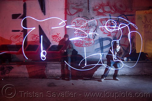 light painting by graffiti artist, light drawing, light graffiti, light painting, nanterre, paris, street art