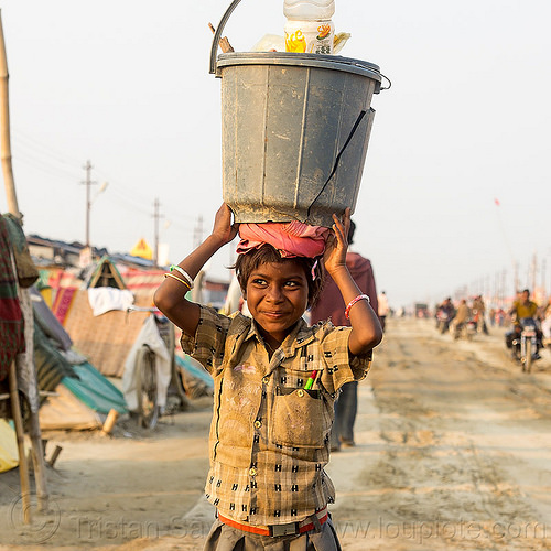 little girl carrying bucket on her head (india), bracelets, bucket, carrying on the head, child, hindu, hinduism, kid, kumbha mela, little girl, maha kumbh mela, overhead, street