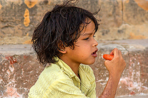 little girl eating carrot (india), carrot, child, eating, kid, little girl, varanasi