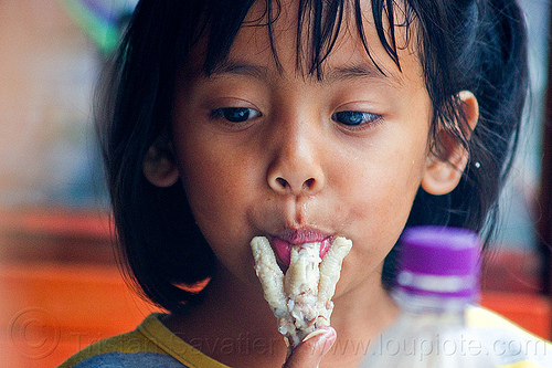 little girl eating chicken feet, chicken feet, child, eating, foot, indonesia, jogja, kid, little girl, street food, sucking, yogyakarta