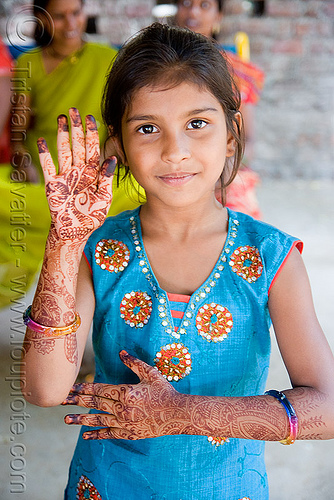 little girl with hand mehndi - henna tattoo (india), body art, hand palms, henna tattoo, india, little girl, mehndi designs, palm, sailana, temporary tattoo