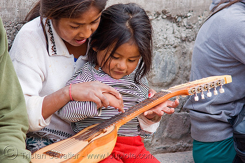 little girls playing with a charango, argentina, charango, child, indigenous, instrument, iruya, kid, little girl, music, musical, noroeste argentino, playing, quebrada de humahuaca, quechua, siblings