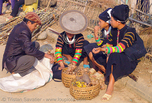 """lo lo den"" tribe women - vietnam, asian woman, asian women, black lo lo tribe, bảo lạc, colorful, hill tribes, indigenous, lo lo den tribe, vietnam"