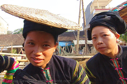 """lo lo den"" tribe women with traditional flat straw hat - vietnam, black lo lo tribe, bảo lạc, hat, headdress, hill tribes, indigenous, lo lo den tribe, vietnam, women"