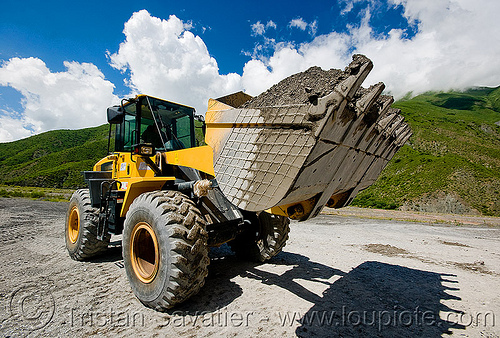 loader - komatsu WA 250, at work, earth moving, front loader, groundwork, heavy equipment, hydraulic, komatsu, machinery, noroeste argentino, road construction, roadworks, wa 250, wheel loader, wheeled, working, yellow