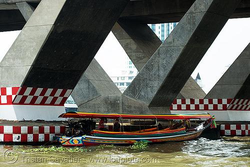 สะพาน ตากสิน - เรือหางยาว - long-tail boats near taksin bridge - bangkok (thailand), bangkok, boats, bridge pillars, concrete, long-tail, river boat, taksin bridge, water, บางกอก, ประเทศไทย, สะพาน ตากสิน