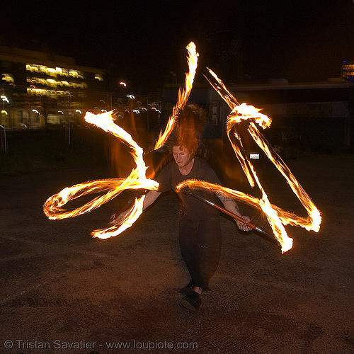 LSD fuego, double staff, fire dancer, fire dancing, fire performer, fire spinning, fire staffs, fire staves, flame, long exposure, los sueños del fuego, lsd fuego, night, people, spinning fire