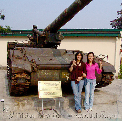 M107 175mm self-propelled gun (artillery) - vietnam, 175mm self-propelled artillery, 175mm self-propelled gun, army museum, army tank, hanoi, m107, military, peace sign, v sign, vietnam war