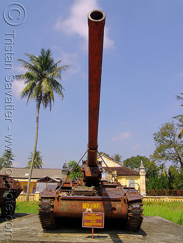M107 175mm self-propelled gun (artillery) - war - vietnam, 175mm gun, 175mm self-propelled artillery, american, army, army museum, army tank, hué, military, rusted, rusty, vietnam war