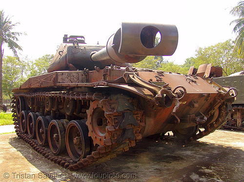 M41 tank - walker bulldog - war - vietnam, american, army tank, gun, hué, military, museum, rusted, rusty, vietnam war, walker bulldog