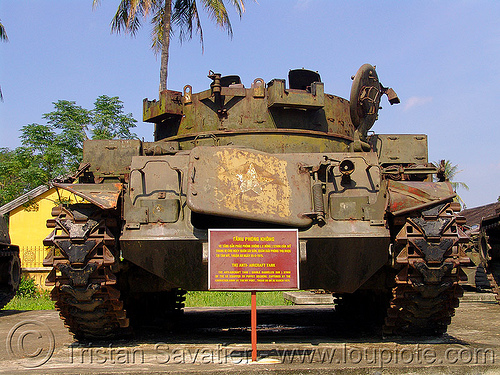 "M42 ""duster"" anti-aircraft tank - war - vietnam, 40mm gun, american, anti-aircraft tank, army museum, army tank, duster tank, hué, m42 tank, military, rusted, rusty, vietnam war"