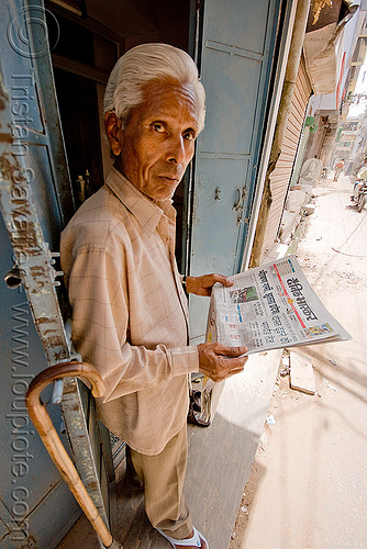 man reading hindi newspaper - jaipur (india), jaipur, street