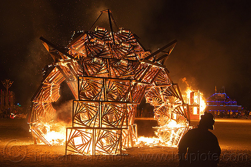 marvin the vortexagon - burning man 2013, art installation, bmcore2013, burning man, c.o.r.e., circle of regional effigies, fire, flames, idaho core project, marvin, night