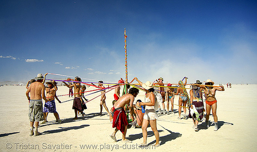 may pole (a celtic tradition) - burning man 2007, art installation, celtic, irish, maypole, poll, spring pole