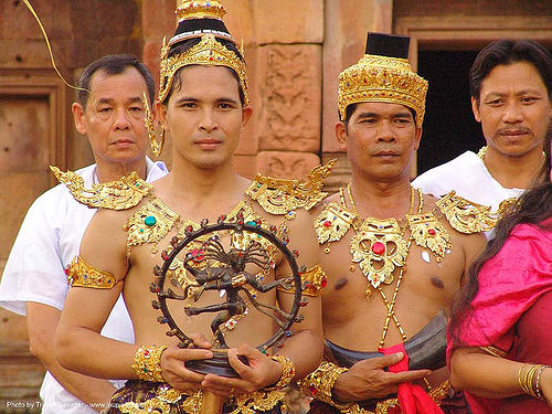 men in traditional royal thai costumes - ปราสาทหินพนมรุ้ง - phanom rung festival - thailand, headdress, headdresses, men, performers, princes, royal, thailand, traditional costumes, ปราสาทหินพนมรุ้ง