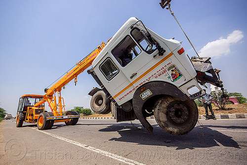 mobile cranes lift accidented truck cab (india), 4018c, artic, articulated truck, at work, cabin, crane truck, crash, escorts hydra 1242, man, mobile crane, pradhan cranes, road, tata motors, tractor trailer, traffic accident, truck accident, working, yellow