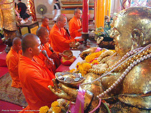 พระพุทธรูป - monks and gilded buddha statue - สุโขทัย - sukhothai - thailand, altar, beads, bhagwa, buddha image, buddha statue, buddhism, buddhist temple, chinese, coins, cross-legged, gilded, monks, offerings, praying, saffron color, sculpture, singing, sukhothai, thailand, wat, พระพุทธรูป, สุโขทัย