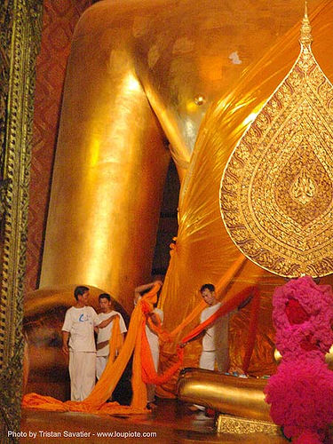 พระพุทธรูป - monks dressing-up giant golden buddha statue in chinese temple - สุโขทัย - sukhothai - thailand, buddha image, buddha statue, buddhism, buddhist temple, chinese, cross-legged, giant buddha, golden color, sculpture, sukhothai, wat, ประเทศไทย, พระพุทธรูป, สุโขทัย