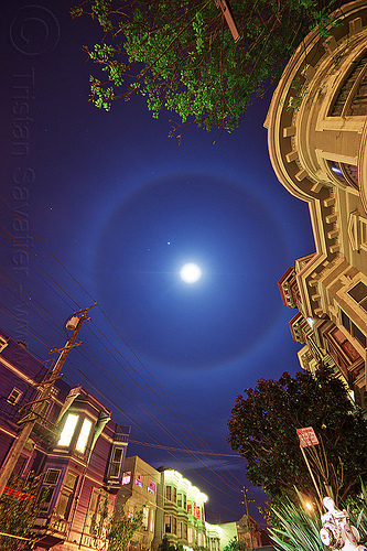 moon ring - 22-degree halo, 22 degrees, 22° halo, buildings, circle, long exposure, lunar halo, moon halo, moon ring, night sky, planet jupiter, stars, street, victorian houses, winter halo