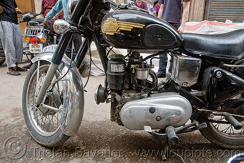 motorcycle with diesel engine - royal enfield taurus, 325cc, bullet, diesel engine, diesel motorcycle, motorbike, royal enfield taurus, street