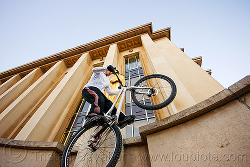 mountain bike trials training at the trocadero (paris), bicycle, bike trials, bmx, freestyle, man, mountain bike, mountain biking, palais de chaillot, paris, trial bike, trocadero, trocadéro, vtt