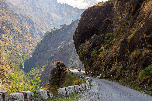 mountain road - overhanging rock (india), alaknanda valley, motorbike touring, motorcycle touring, mountain road, mountains, overhanging rock