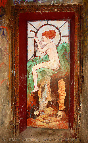 mucha-style graffiti painting on door, near the FFI shelter - catacombes de paris - catacombs of paris (off-limit area), abri ffi, art nouveau, cave, clandestines, denfert-rochereau, door, graffiti, illegal, jugendstil, marteau d'égoutier, mucha, painting, paris, plaque soleil, skull, street art, tampon de regard, trespassing, underground quarry, woman