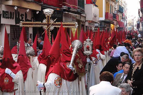 hermandad de la lanzada - semana santa en sevilla, andalucía, capirotes, cofradía, easter, hermandad de la lanzada, nazarenos, parade, procesión, procession, red, religion, semana santa, sevilla