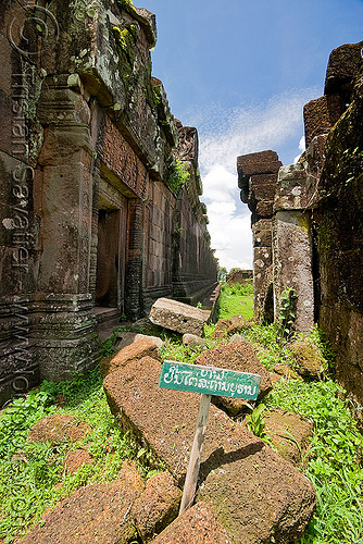 no entry sign - wat phu champasak (laos), hindu temple, hinduism, khmer temple, no entry, no trespassing, ruins, sign, wat phu champasak