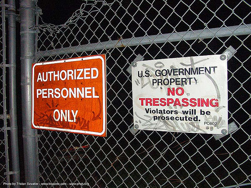 no-trespassing - signs on fence - abandoned hospital (presidio, san francisco) - phsh, abandoned building, abandoned hospital, graffiti, no trespassing, presidio hospital, presidio landmark apartments, signs, us government proterty