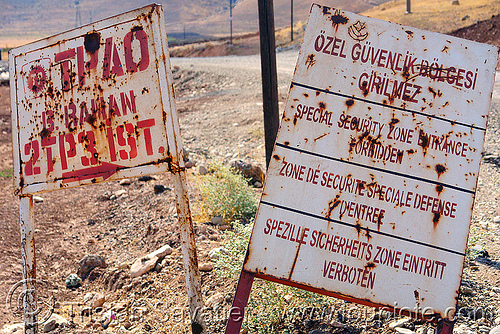 no trespassing signs (turkey), girilmez, kurdistan, no trespassing, oil field, signs, özel güvenlik bölgesi