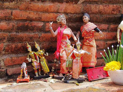offerings on altar - อุทยาน ประวัติศาสตร์ สุโขทัย - เมือง เก่า สุโขทัย - sukhothai - thailand, dolls, figures, statues, temple, wat, ประเทศไทย, สุโขทัย, อุทยาน ประวัติศาสตร์ สุโขทัย, เมือง เก่า สุโขทัย