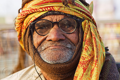 old hindu man with glasses (india), baba, eyeglasses, eyewear, headdress, headwear, hindu, hinduism, kumbha mela, maha kumbh mela, old man, paush purnima, pilgrim, prescription glasses, scarf, spectacles, unshaven, yatri