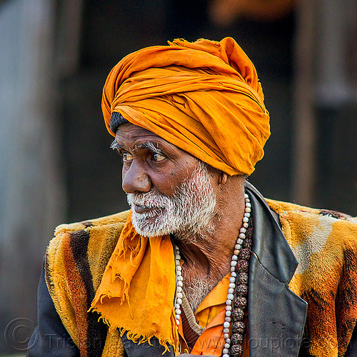 old hindu pilgrim - wearing bhagwa saffron color, bhagwa, headdress, hindu pilgrimage, hinduism, india, maha kumbh mela, old man, pilgrim, saffron color, turban, white beard