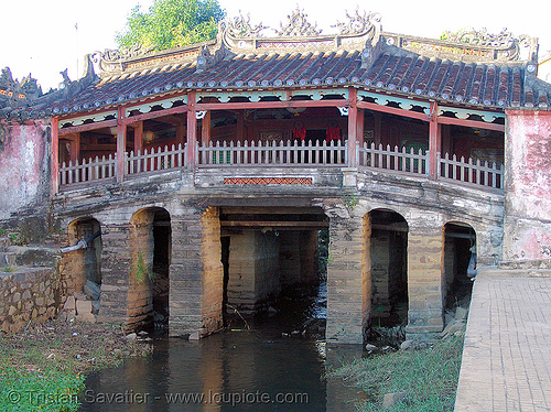 the old japanese covered bridge (hoi an - Hội an) - vietnam, bridge pillars, covered bridge, hoi an, hội an, japanese bridge, river, water