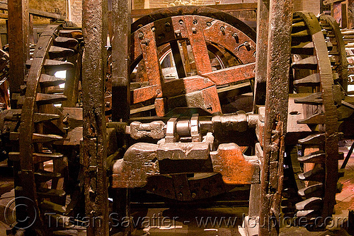 old roller press powered by wooden gears, casa nacional de moneda, historical, potosí, wood gears, wooden machine