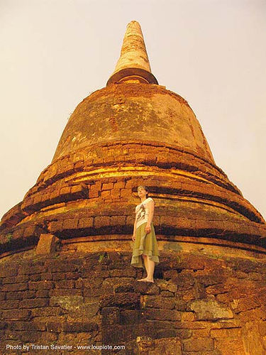 old stupa, amphoe si satchanalai, anke rega, ruins, stupa, temple, woman, ประเทศไทย, อุทยานประวัติศาสตร์ศรีสัชนาลัย