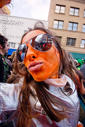 orange face paint - rayban sunglasses - silver color jacket, face painting, facepaint, how weird festival, mirror sunglasses, orange, silver color, woman