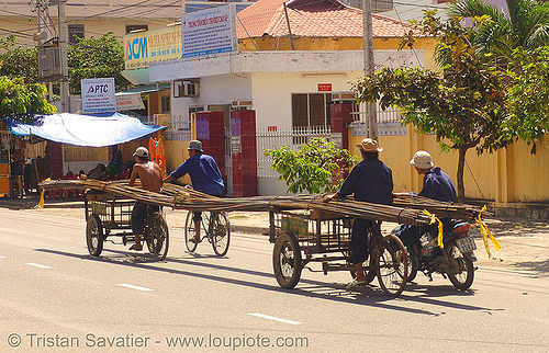 oversize load - cargo tricycles carrying rebars - vietnam, cargo tricycle, cargo trike, construction, freight tricycle, freight trike, nha trang, oversize load, rebars, street, tricycles