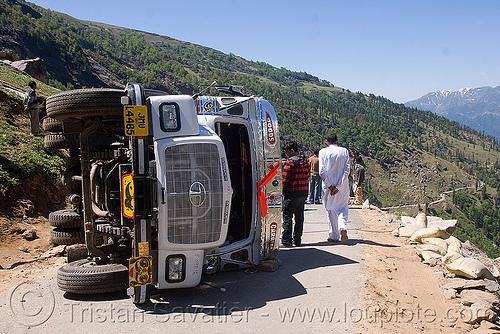 overturned truck - rohtang pass - manali to leh road (india), crash, lorry, overturned truck, road, rohtang pass, rohtangla, rollover, tata motors, traffic accident, truck accident, wreck