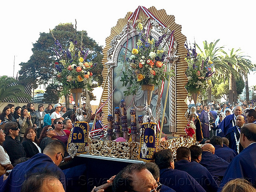painting of virgin mary and jesus infant in catholic procession (san francisco), crowd, float, lord of miracles, parade, paso de cristo, peruvians, portador, portadores, sacred art, señor de los milagros