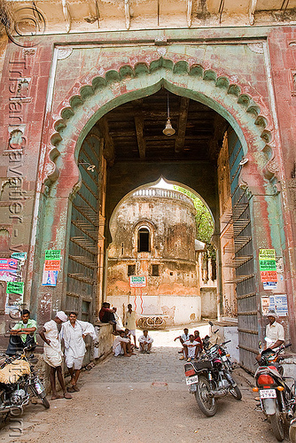 palace gate with elephant spikes, elephant spikes, india, palace gate, sailana